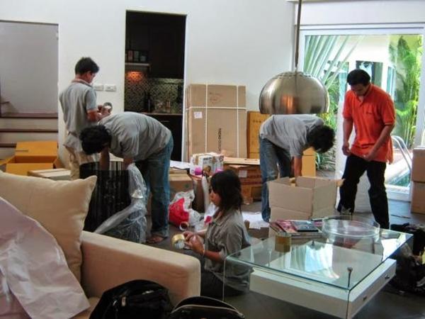 băng dính có công dụng trong việc đóng gói và vận chuyển hàng hóa